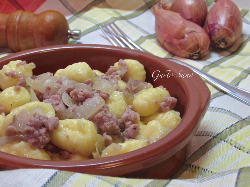 Ricetta: Gnocchi con salsiccia ( Gnòcch con la luganega )