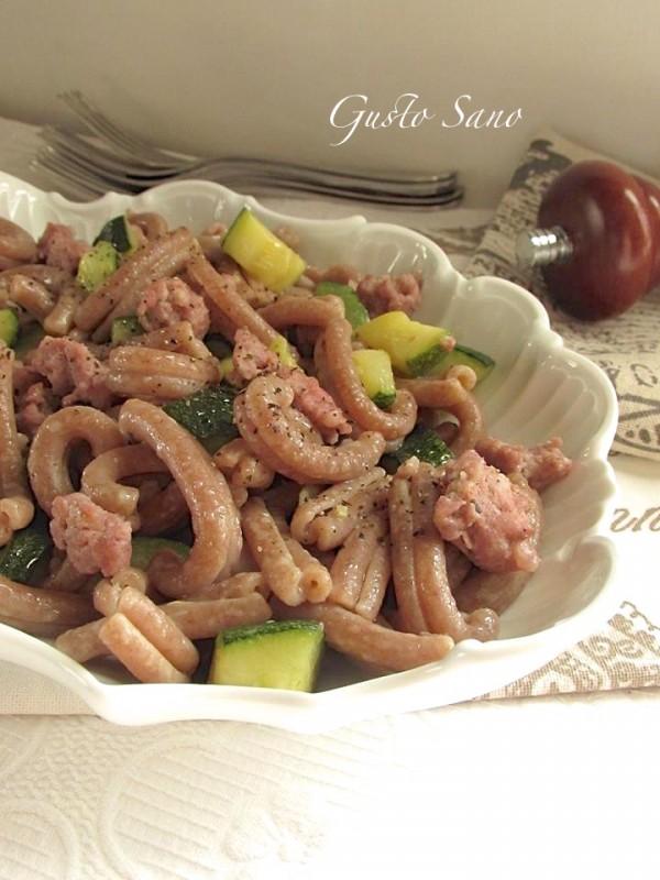 pasta di farro con zucchine e salsiccia