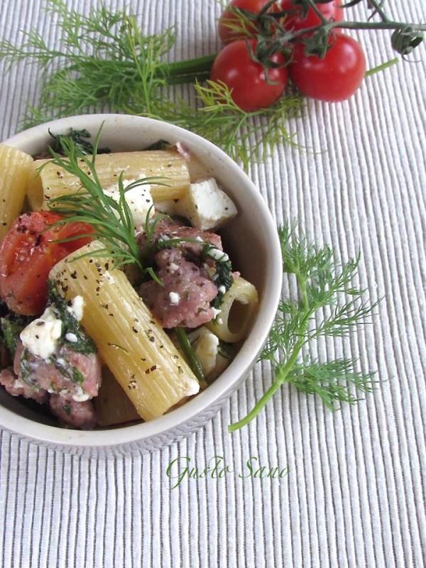 pasta con finocchietto , salsiccia e feta