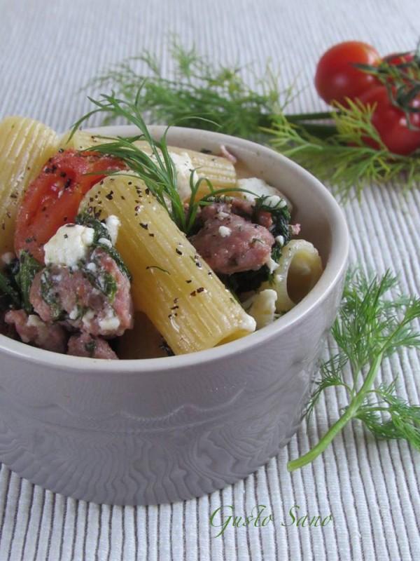 pasta con finocchietto, salsiccia e feta