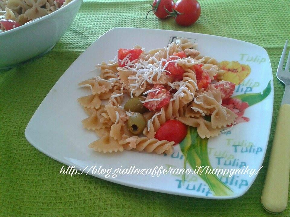 Pasta con pomodorini confit e olive
