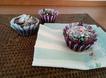 Muffin integrali al cacao e gocce di cioccolato