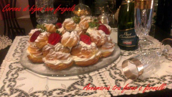Corona di bignè con fragole