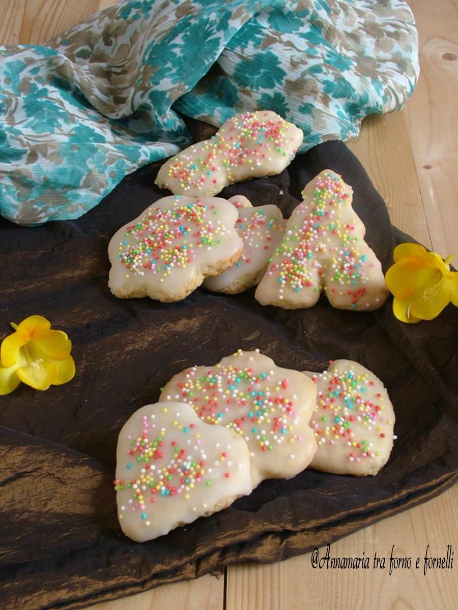 biscotti di frolla glassati verticale