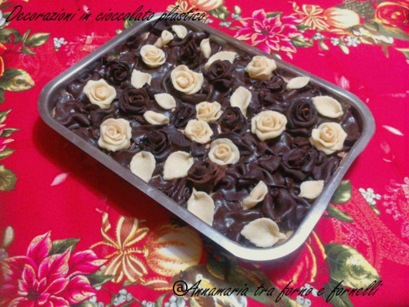 cioccolato plastico per decorare dolci