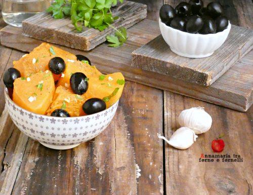 Zucca gialla con olive nere