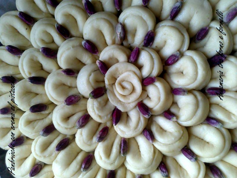 panbrioche con crema al pistacchio