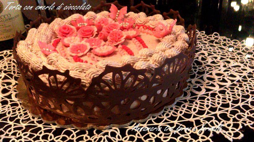 torta con crema alla nocciola e smerlo di cioccolato