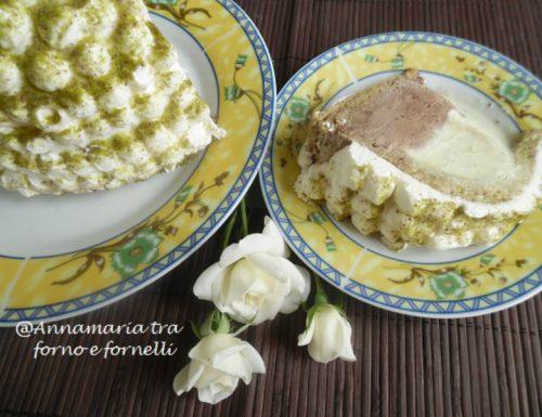 Zuccotto con gelato al cioccolato pistacchio e panna