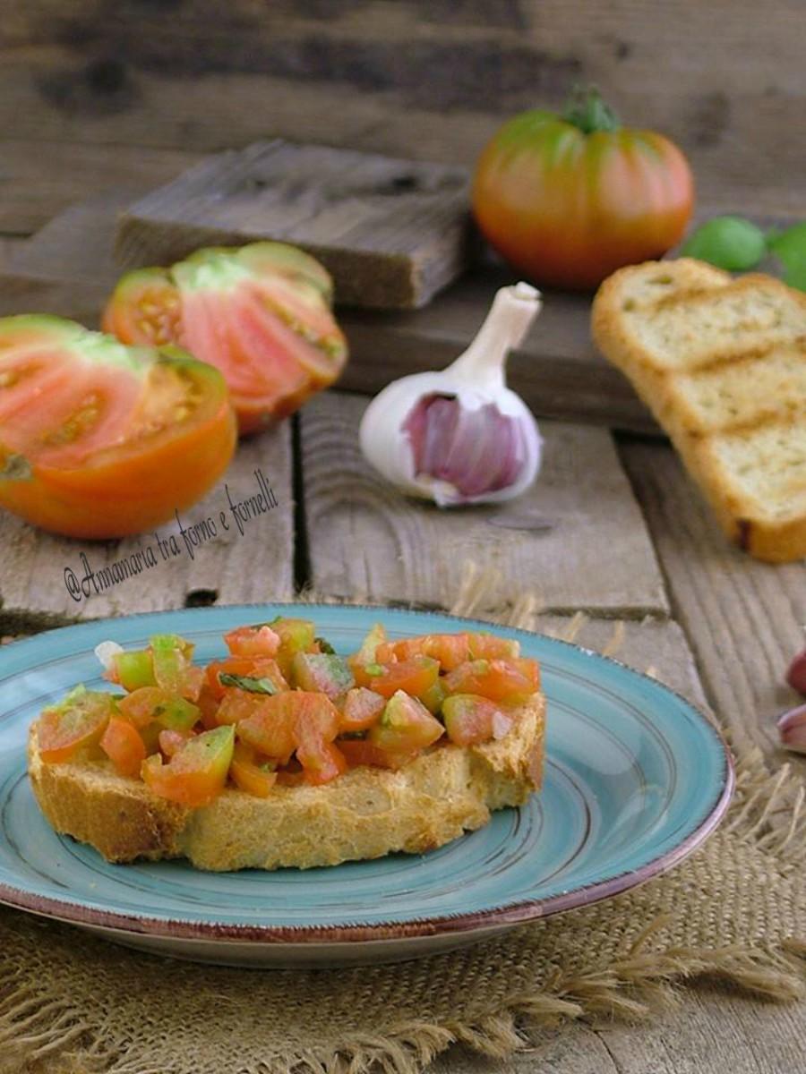 Bruschetta con pomodoro annamaria tra forno e fornelli - Forno a microonde piccolissimo ...