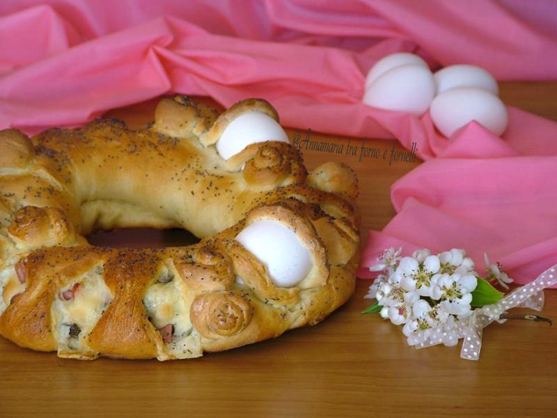 corona pasquale con formaggi e salumi
