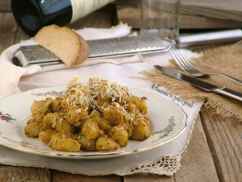 gnocchi con pesto di pomodori secchi e ricotta