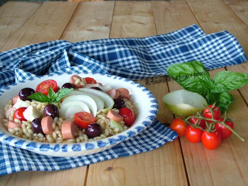 insalata di farro con olive nere e wurstel