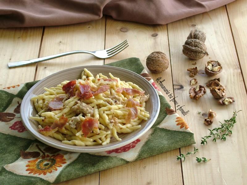 trofie al parmigiano noci e speck