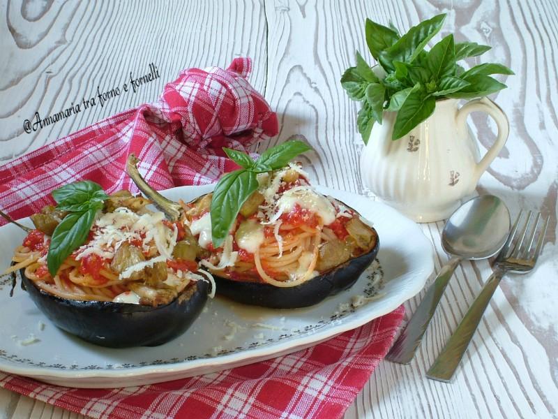 barchette di melanzane con pasta al pomodoro