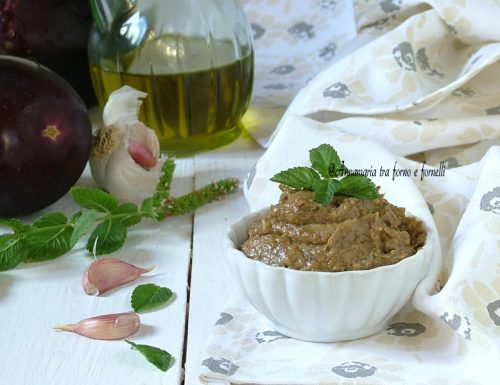 Crema di melanzane con mandorle e pistacchio