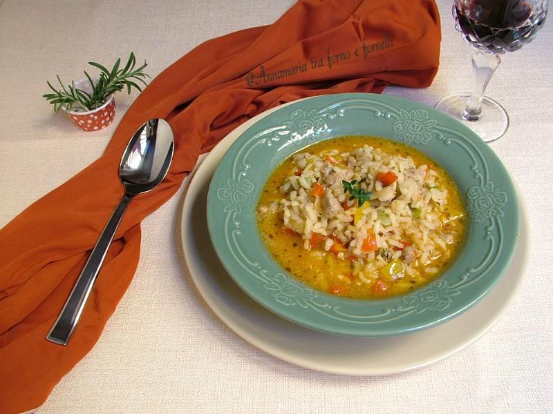 minestra di riso con peperoni e salsiccia
