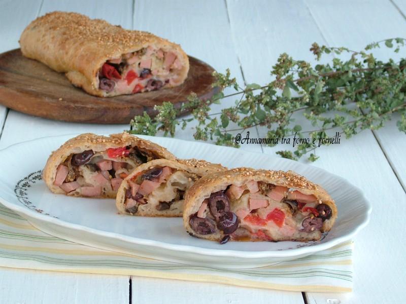 rotolo con salumi peperoni e olive