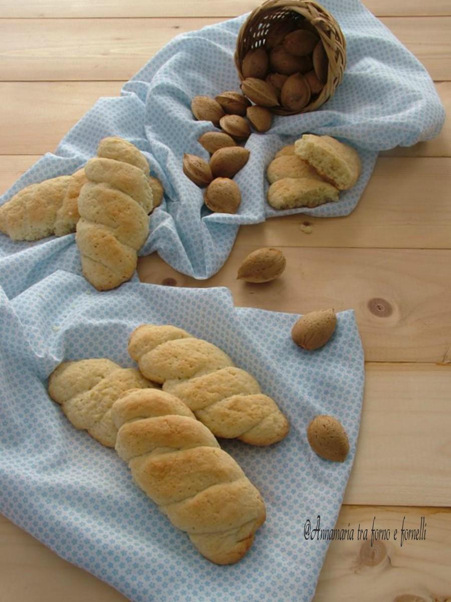 biscotti alle mandorle verticale