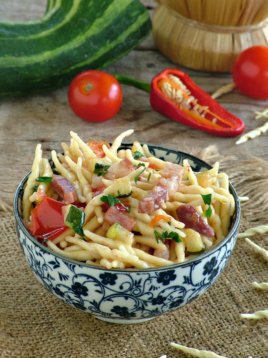 trofie con zucchine e pancetta piccanti verticale