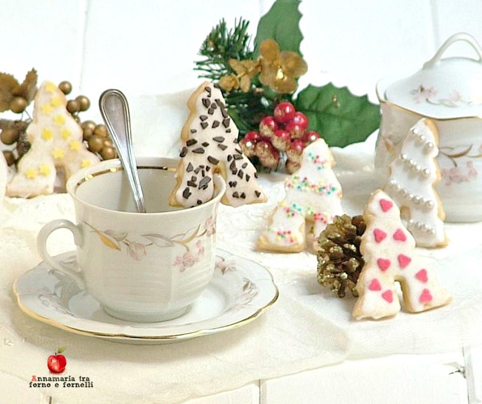 alberelli natalizi di frolla con zuccherini