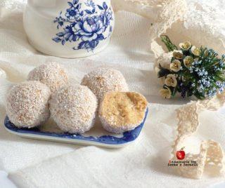 tartufi di pandoro al cocco