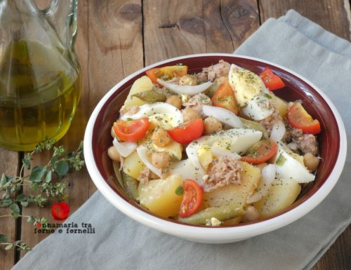 Insalata di patate tonno uova e pomodorini