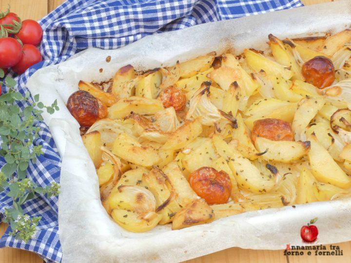 patate con cipolla e pomodorini al forno con formaggio