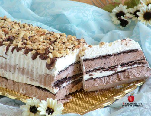 Semifreddo vaniglia e cacao con sfoglie di cioccolato