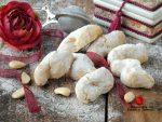 Pizzicotti siciliani di pasta di mandorle