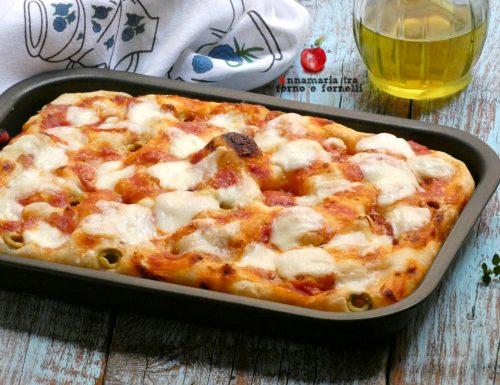 Pizza in teglia soffice a lunga lievitazione