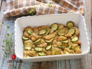 petto di pollo con zucchine al forno