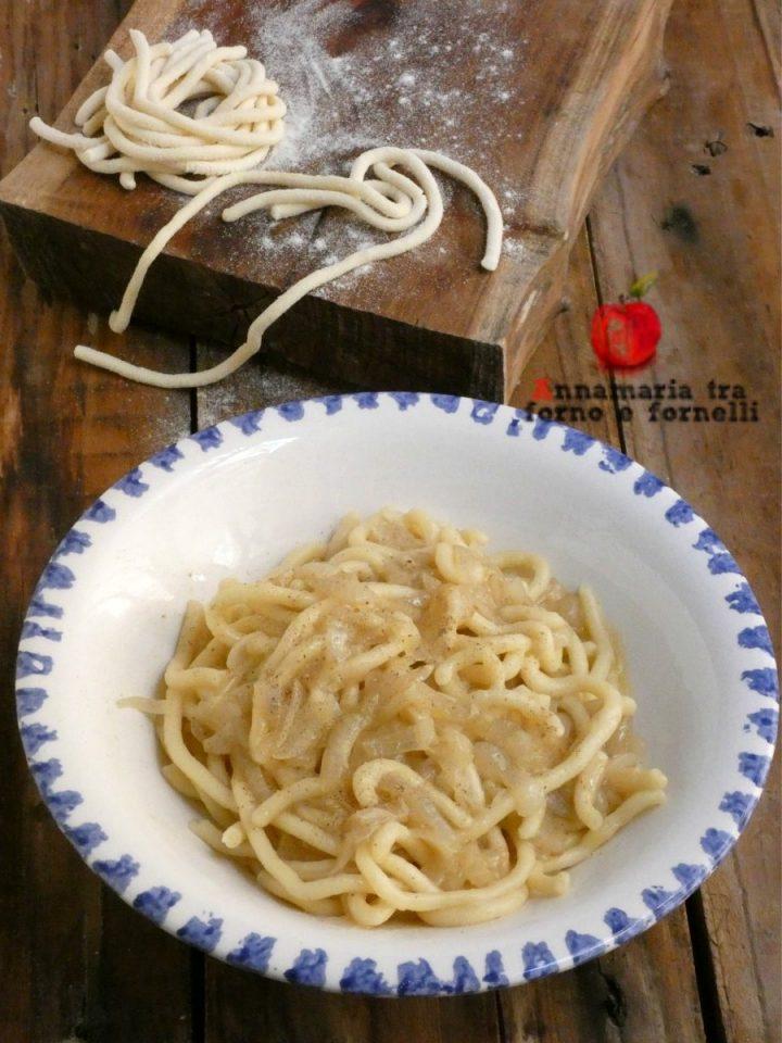 vbigoli in salsa di acciughe e cipolle
