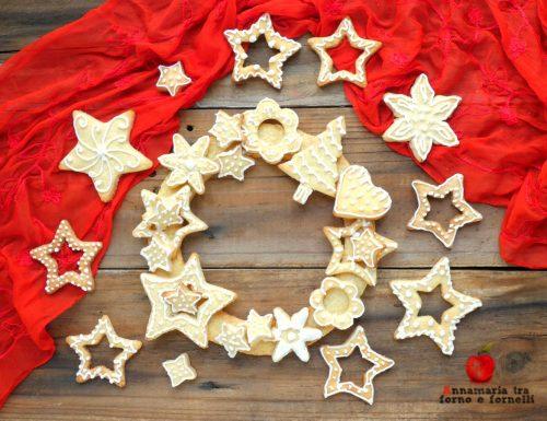 Ghirlanda di biscotti glassati