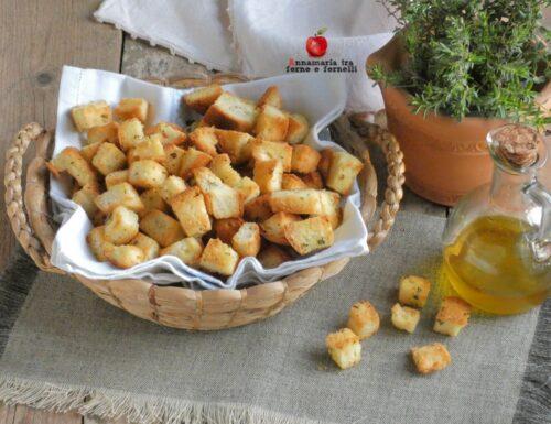 Crostini di pane aromatizzati