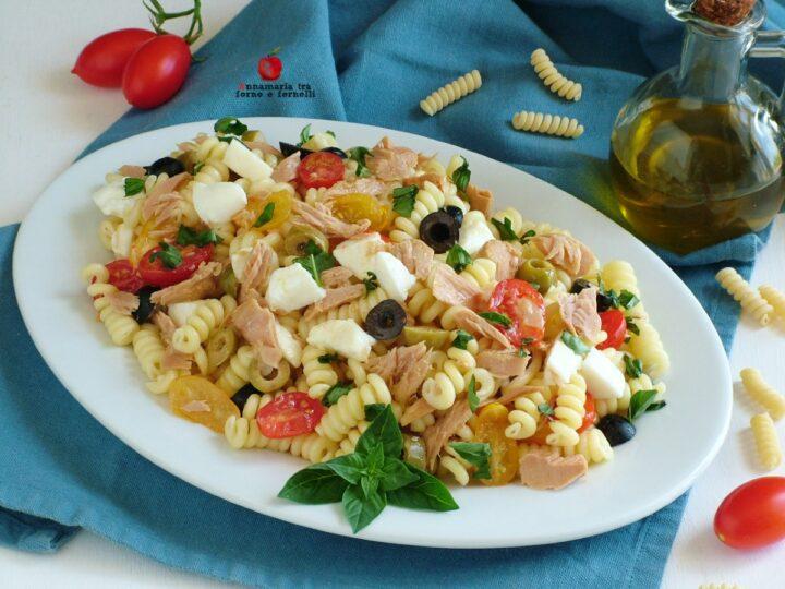 insalata di pasta con tonno pomodorini e mozzarella