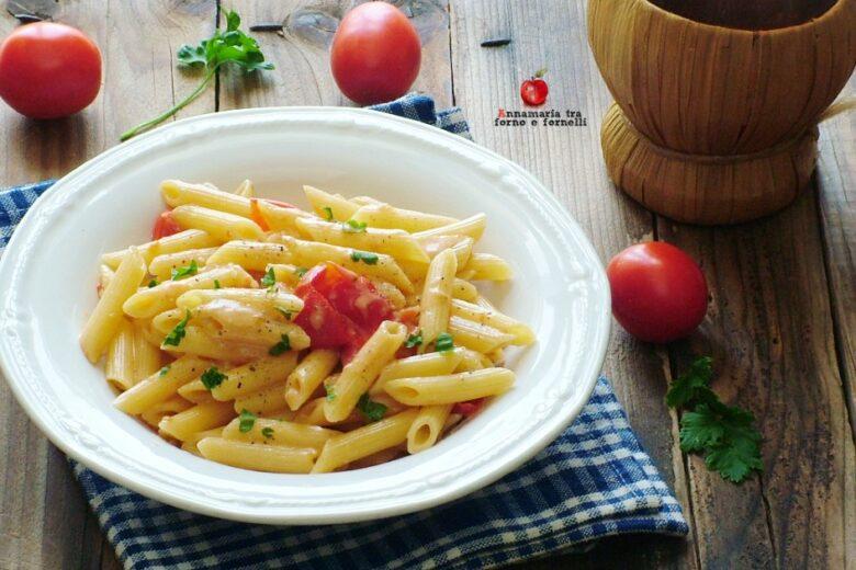 Pasta con gorgonzola e pomodorini