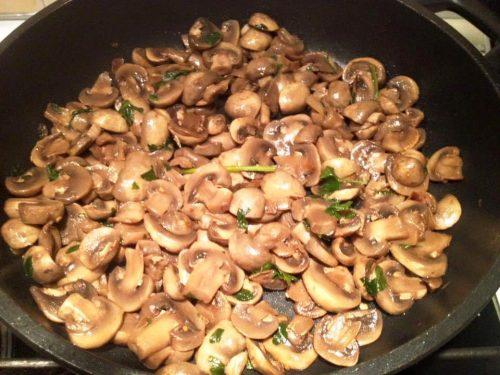 Funghi trifolati piccantini in padella