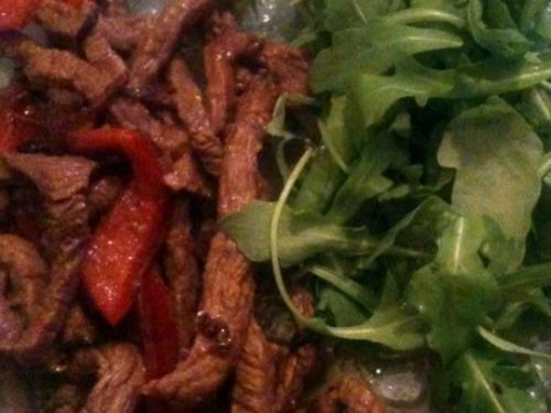 Straccetti di manzo all'aceto balsamico con peperoni