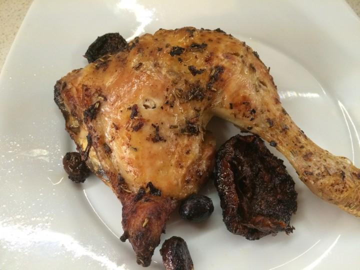 Sovracosce di pollo con pomodori secchi e olive
