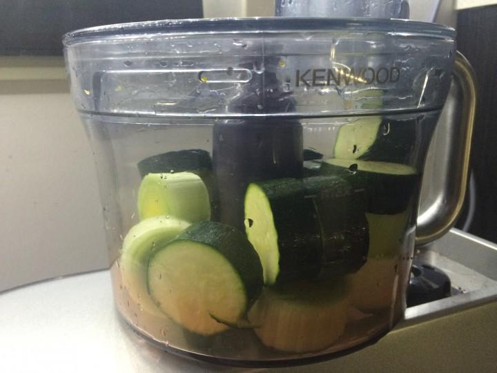 Torta salata zucchine e tomino