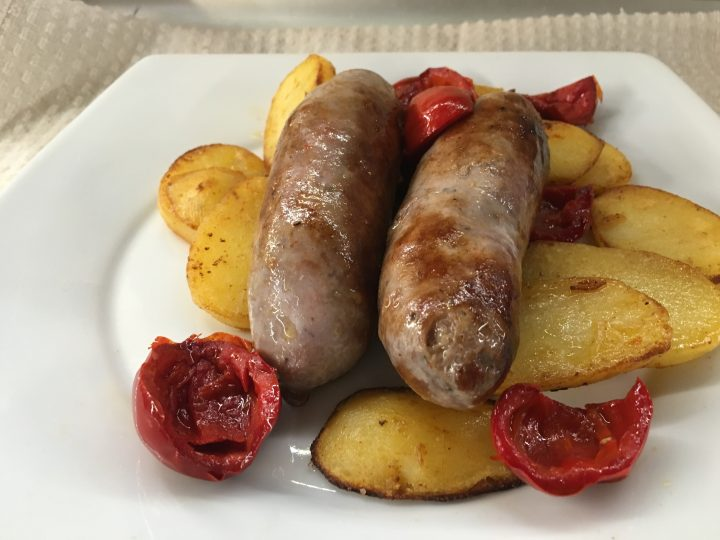 Salsicce patate e papacelle in padella