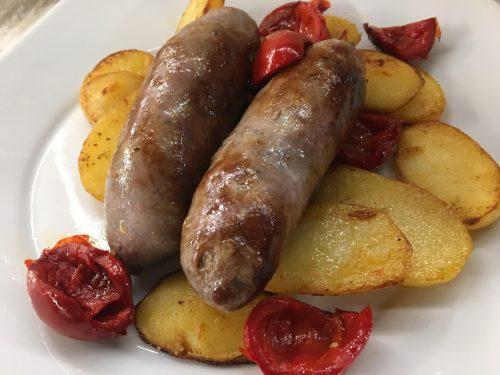 (Italiano) Salsicce patate e papacelle in padella