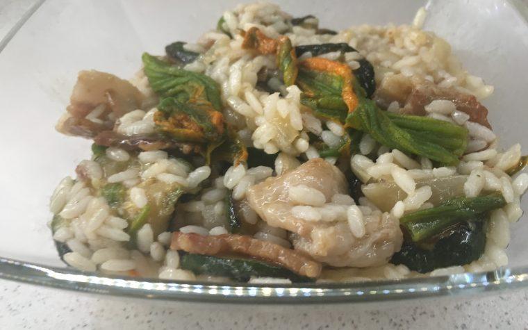 Risotto zucchine fiori di zucca e pancetta