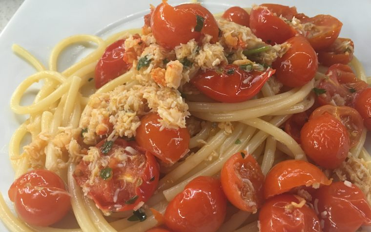 (Italiano) Linguine con polpa di granchio e pomodorini