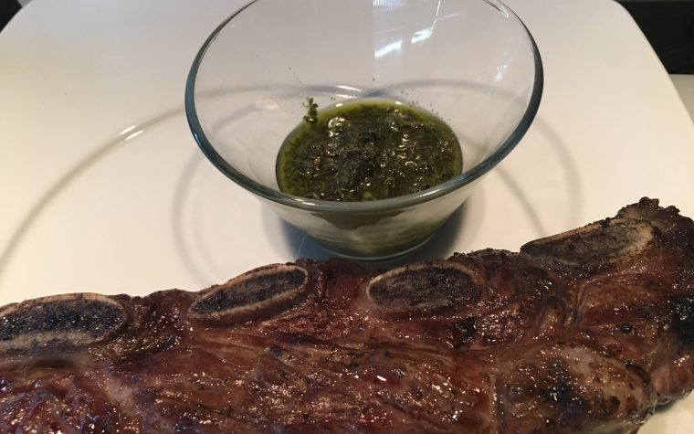 (Italiano) Asado con salsa chimichurri