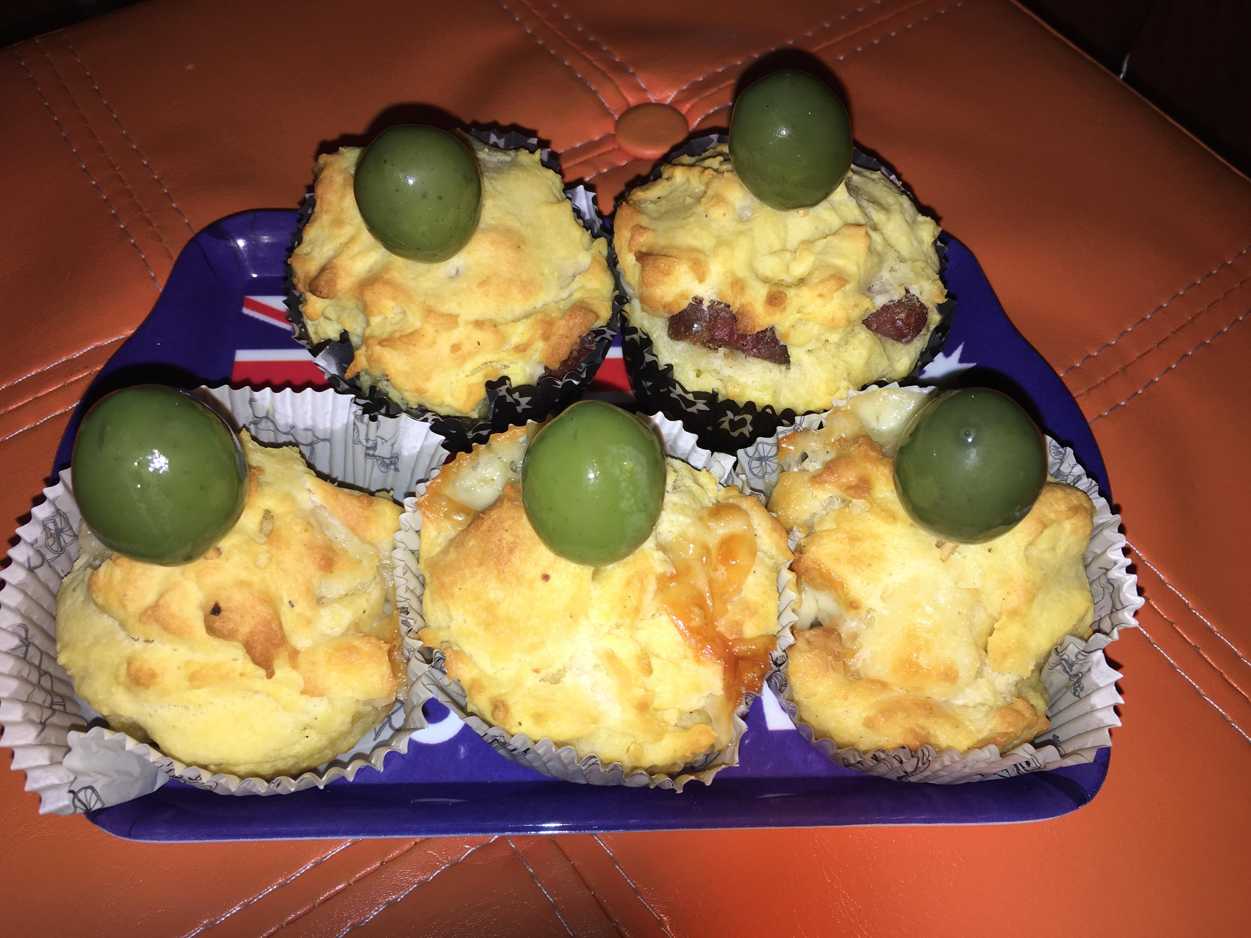 Muffin salati con ricotta, formaggi e salumi