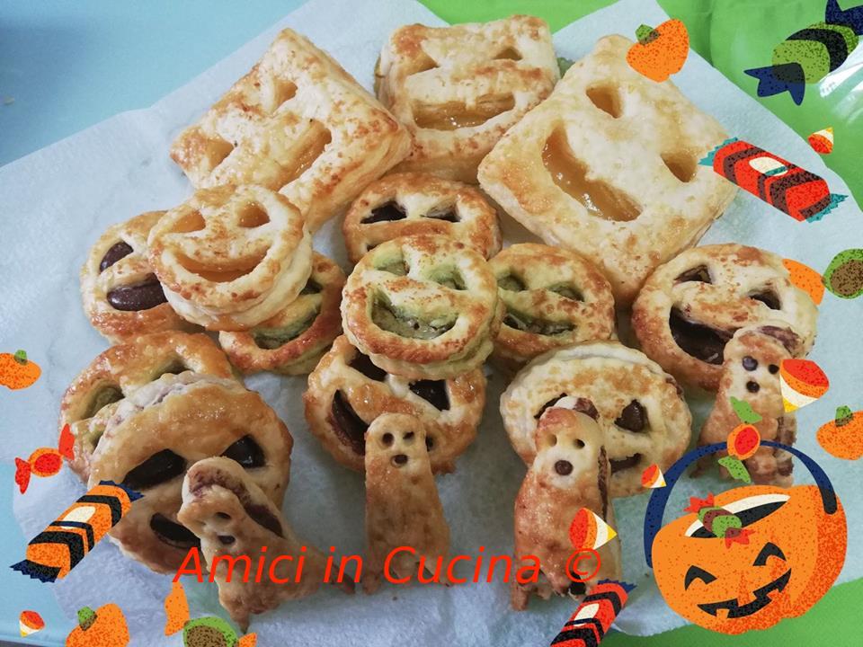 Mix di Halloween di zucche e fantasmini