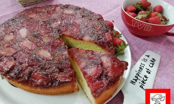 Torta rovesciata allo yogurt con fragole caramellate