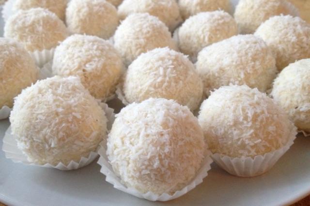 Ricetta Raffaello Wafer.Cioccolatini Al Cocco Simil Raffaello Senza Glutine La Cucina Di Miky